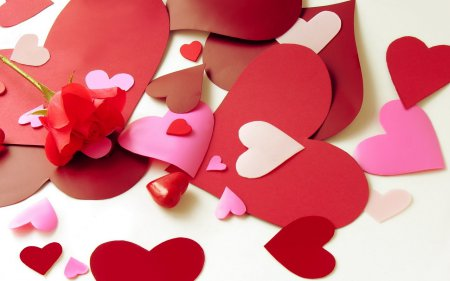 Сердцевидные розовые букеты – замечательное предложение для молодоженов.